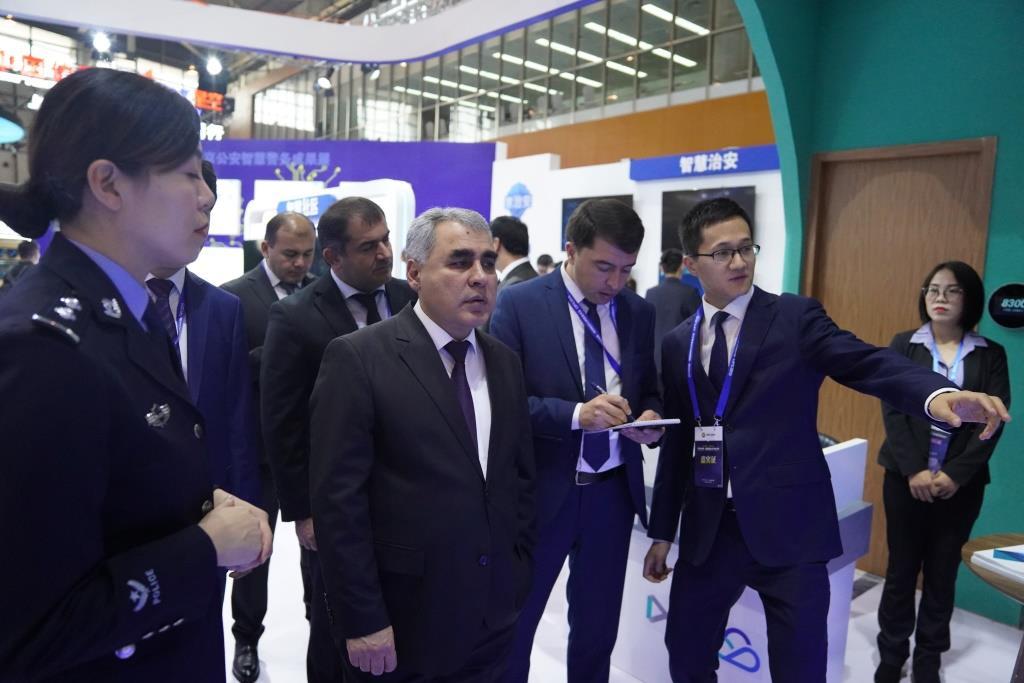 Боздиди милитсияи шаҳри Душанбе аз Намоишгоҳи байналмиллалии технологияи бехатарии ҷамъиятӣ